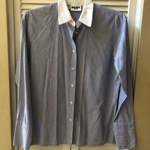 ♦️3/$15♦️DKNY Jeans - Sz M Striped Button Down Top